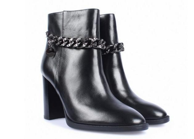 Женские ботинки с цепочкой